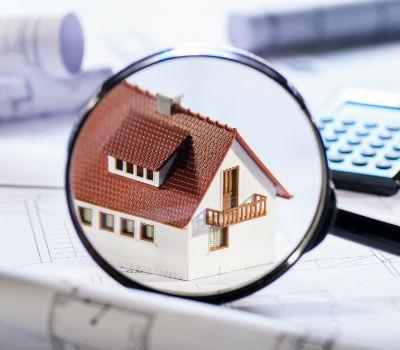 La différence entre un expert immobilier et une agence immobilière à La Rochelle